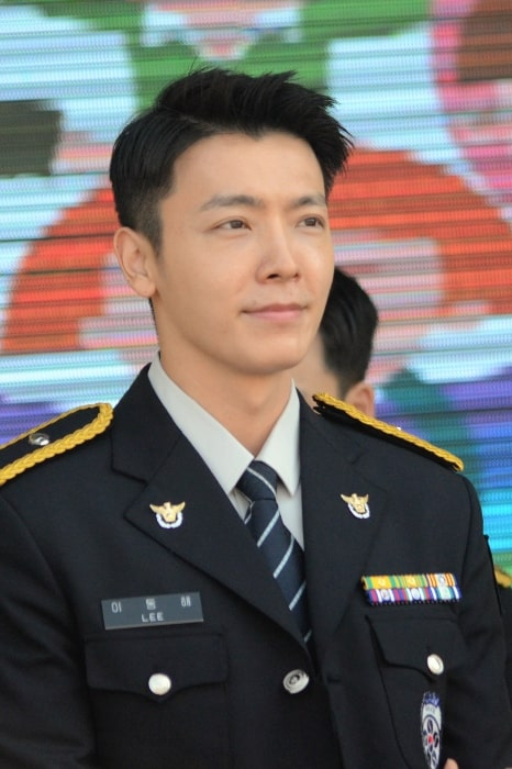 Lee Donghae Height Bio Weight Age And Zodiac Sign Celebnetworth Net