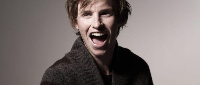 Eddie-Redmayne-laugh