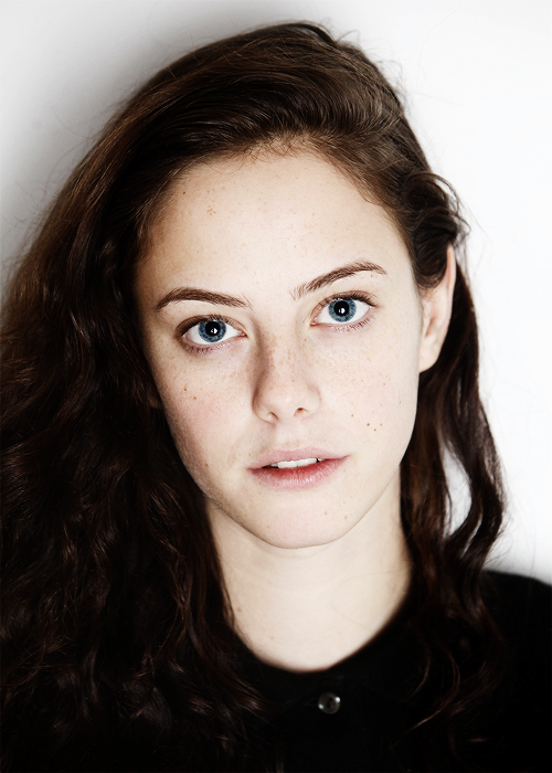 Kaya Scodelario no makeup
