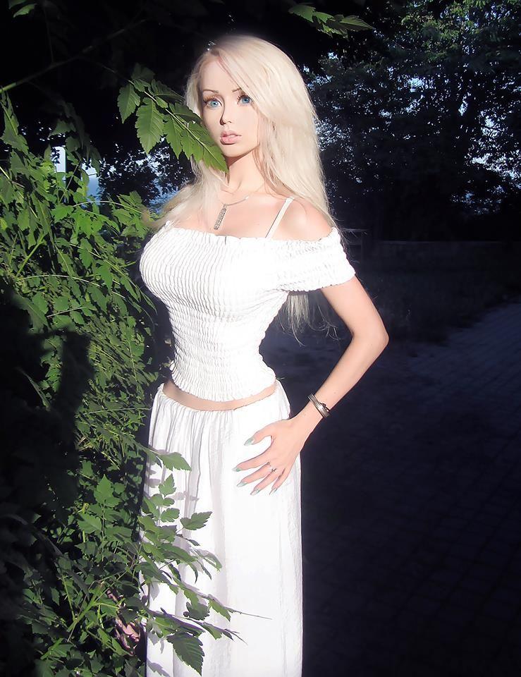 valeria lukyanova white dress