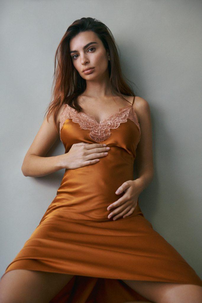 Emily Ratajkowski Pregnant