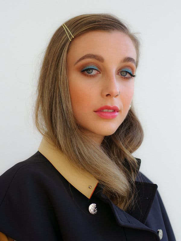 Emma Chamberlain Net Worth, Bio, Wiki, Family, Age, Height ...