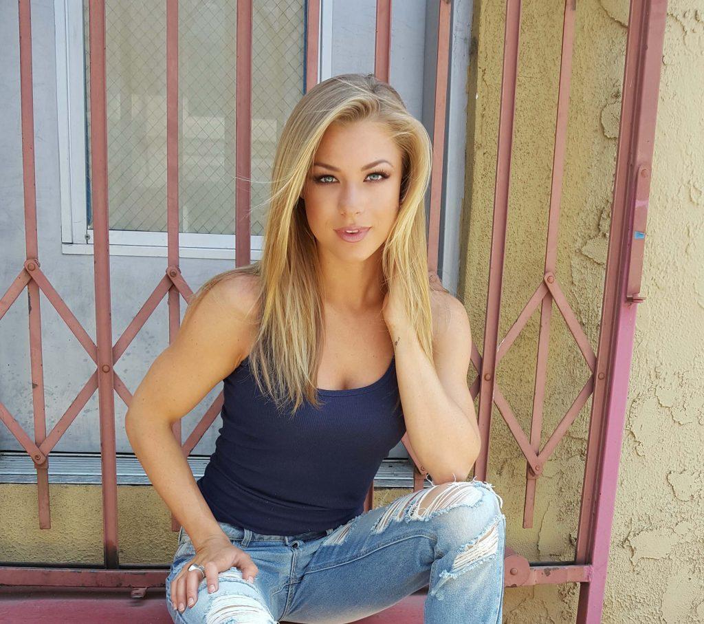 Nikki Leigh Bio