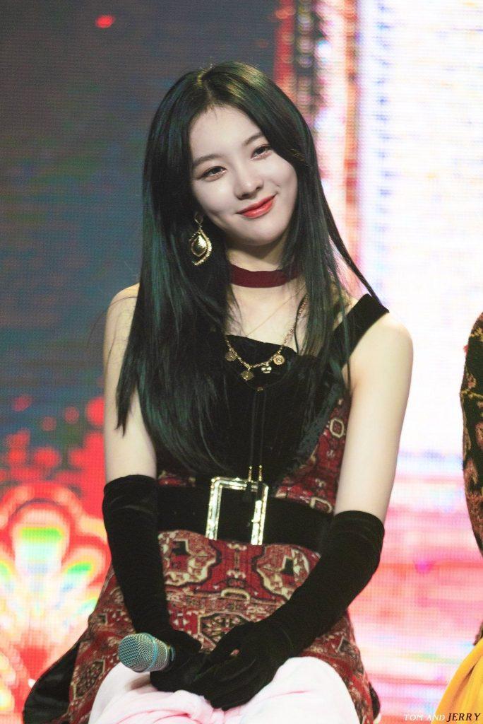 Yiyeon Biography