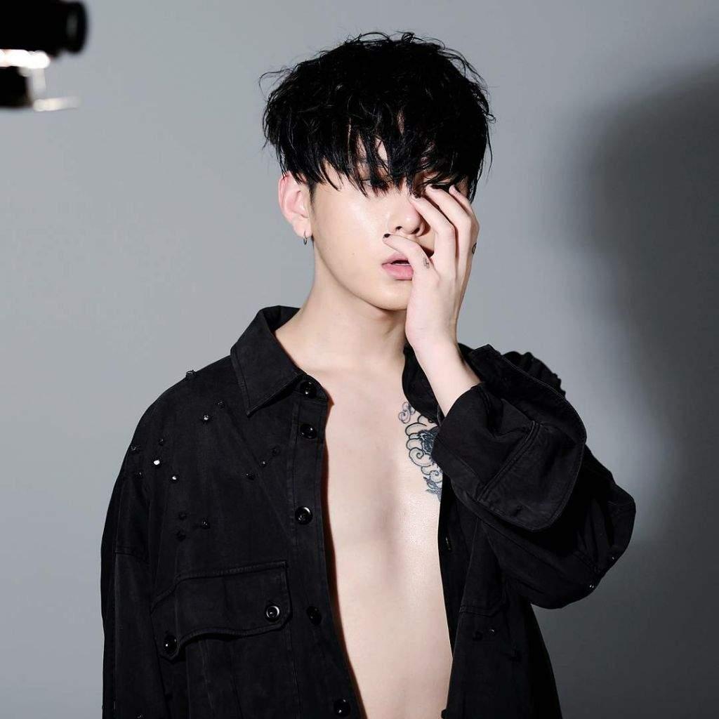 Yong Jun hyung Biography